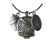 Charming Scents Square Locket & Cupcake Charm Portraitkopie